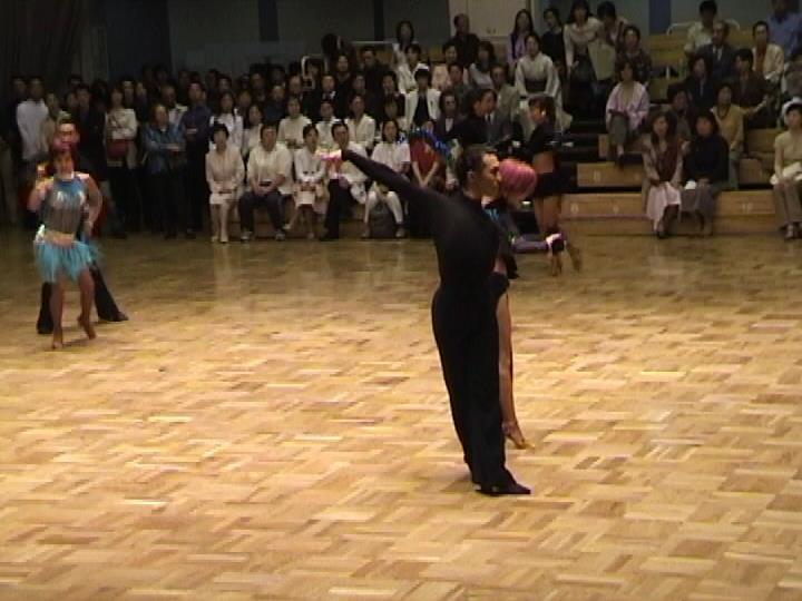 社交ダンス|越谷市|ポルティコホール