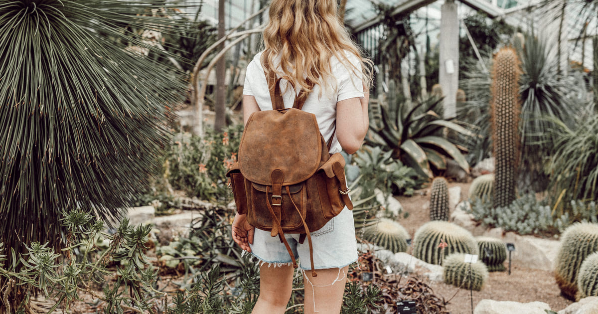 womens-leather-backpack